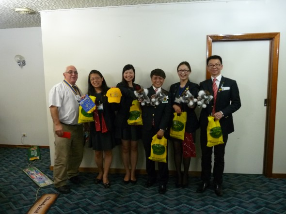 Exchange of banners and gifts with clubs in D3450