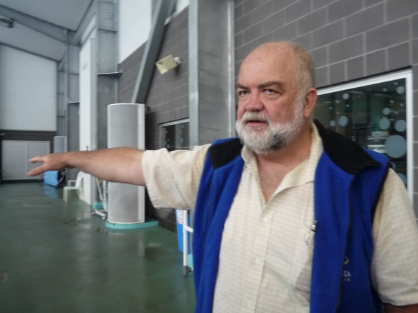 Rotarian Glenn (from RC of Mt Warning AM) runs the aquatic centre and is introducing to us the facilities and the operation of the centre